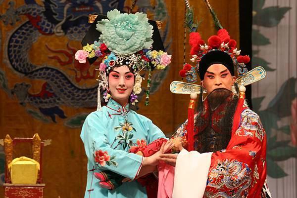 《四郎探母》史依弘飾鐵鏡公主(左)_李軍飾楊延輝(右)m.jpg
