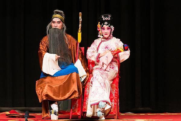 《蘇武牧羊》:(左)張銳民飾蘇武、(右)張吉生飾胡阿雲.jpg