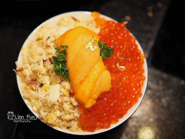 青蟳蟹肉鮭卵海膽飯