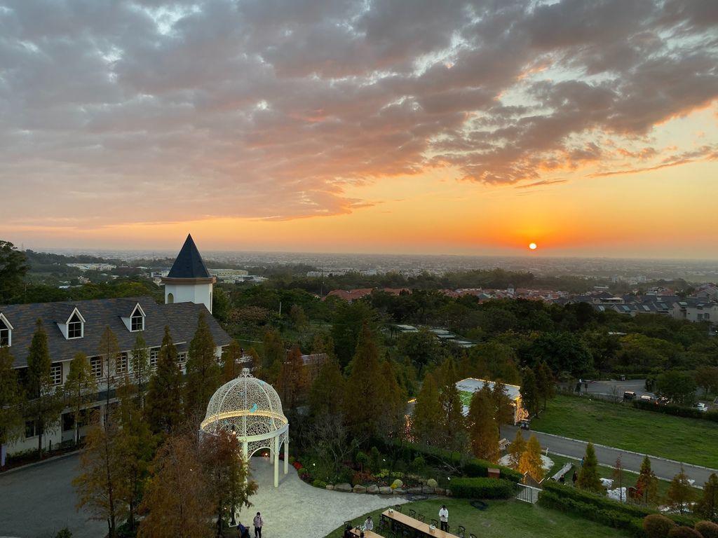 新增5樓觀景台的夕陽照.jpg