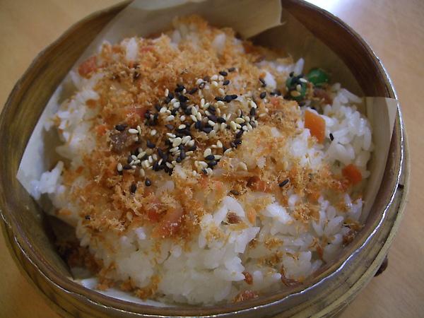彩虹日本料理-鮭魚飯.jpg