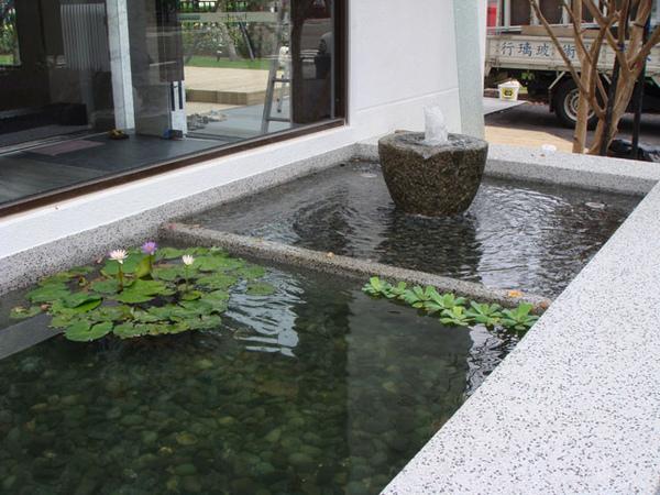 抿石子水池