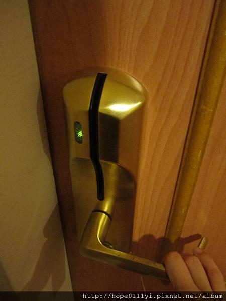 燈亮就可以開門