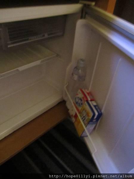 冰箱有附飲料