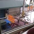 旁邊的鐵道正在施工中