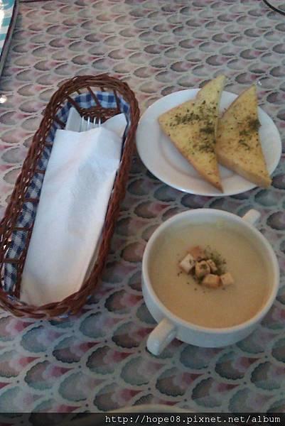 帕雷妮湯和麵包