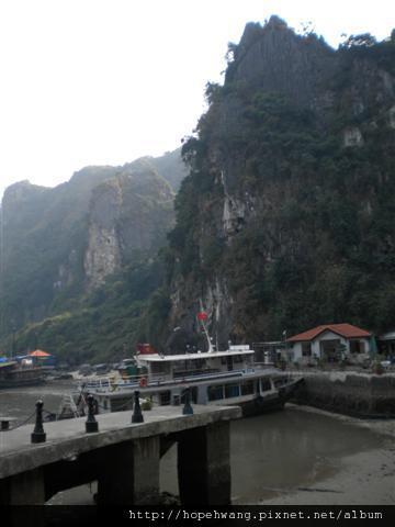 2011011512下龍灣鐘乳石洞 (2) (小型).JPG