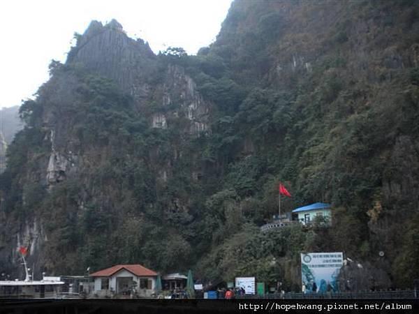 2011011512下龍灣鐘乳石洞 (1) (小型).JPG