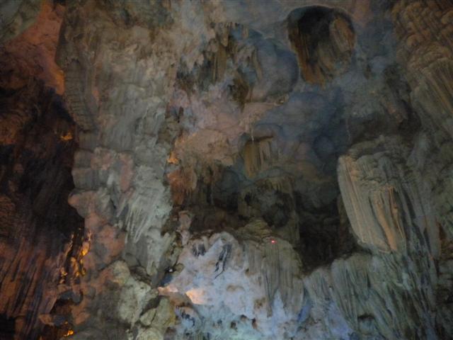 2011011512下龍灣鐘乳石洞 (49) (小型).JPG