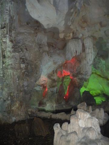 2011011512下龍灣鐘乳石洞 (58) (小型).JPG