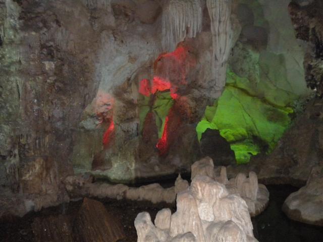 2011011512下龍灣鐘乳石洞 (60) (小型).JPG