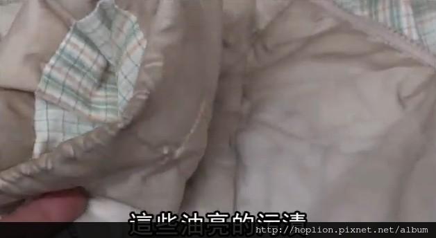 【對於羽絨毫無概念者必看】羽絨產品清洗影片教學:如何清洗羽絨外套或羽絨被髒污處? 6