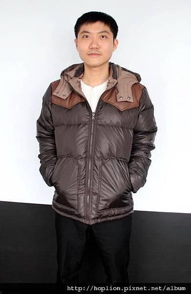 #003 男款雙面穿羽絨外套 售價4580元 尺寸:M~3XL。顏色選擇:深咖+淺咖,帽子可拆 -1