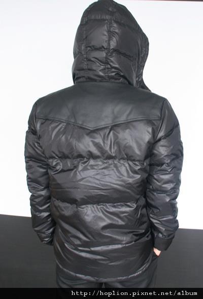 #003 男款雙面穿羽絨外套 售價4580元 尺寸:M~3XL。顏色選擇:黑+灰,帽子可拆 -1