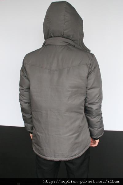 #003 男款雙面穿羽絨外套 售價4580元 尺寸:M~3XL。顏色選擇:黑+灰,帽子可拆 -3