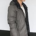 #003 男款雙面穿羽絨外套 售價4580元 尺寸:M~3XL。顏色選擇:黑+灰,帽子可拆 -4