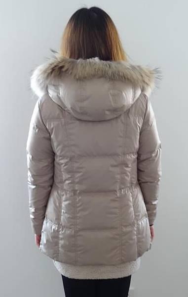 #03017女裝中長版羽絨外套,杏 售價3980元 10