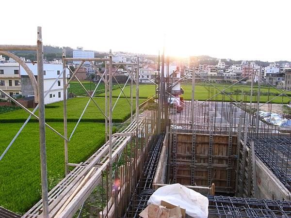 0605二樓頂鋼筋水電08.JPG