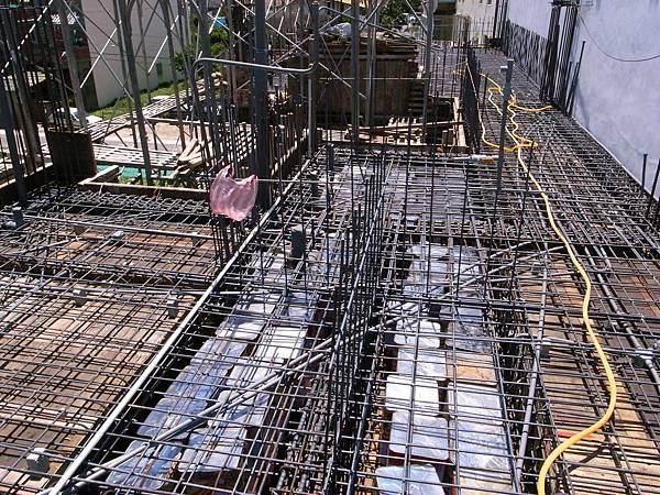 0605二樓頂鋼筋水電完成17.JPG