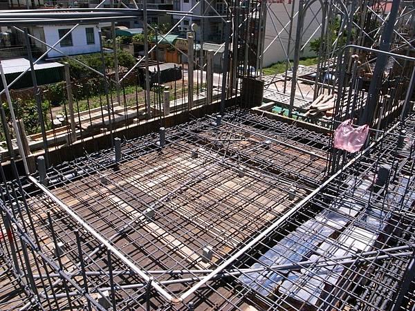 0605二樓頂鋼筋水電完成18.JPG