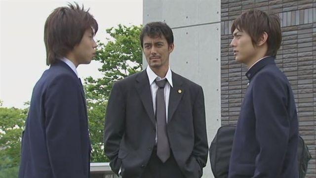 一郎(左)終於指認打他的是弟弟次郎(右)