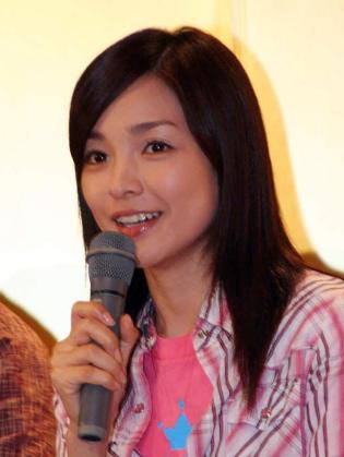 飾演主角古波藏惠理的國仲涼子
