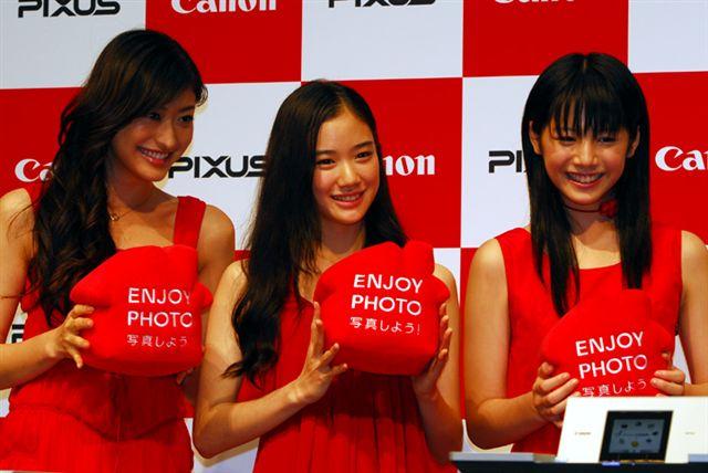由左至右:山田優、蒼井優、夏帆