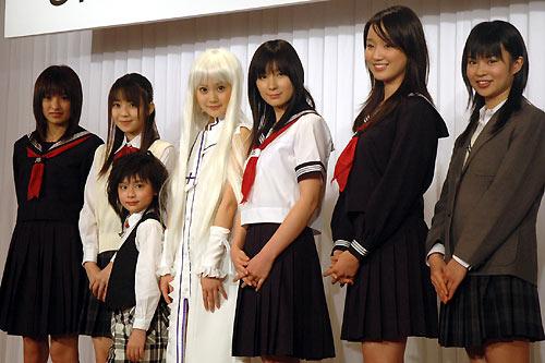 左起南明奈、秋山奈奈、吉田里琴、濱田翔子、仲村みう、綠友利惠、入船加澄實。