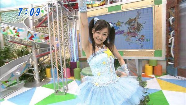 「恋☆カナ」(「偶像宣言」動畫版主題曲)是早安七期生久住小春所出的個人單曲