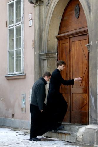 修士與布希鞋.jpg