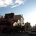 內部擁有假市街的熱炒主題餐廳