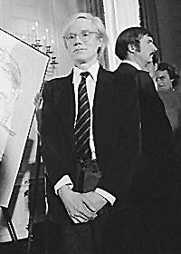 Andy_Warhol_1977.jpg