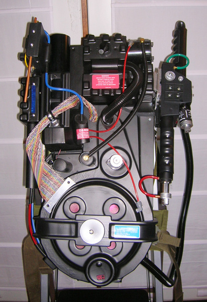 Ghostbuster_Proton_Pack_01_by_StudioCreations.jpg
