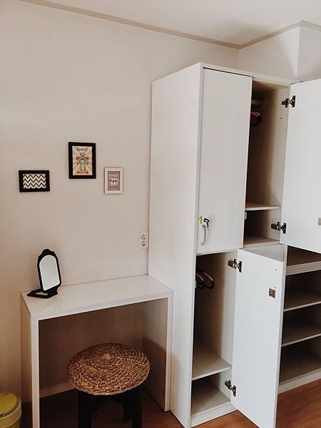 四人共用宿舍房個人櫃+梳妝台