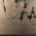 LOVE-1,BIGBANG出道前,YG公司前面粉絲塗鴉留言的水泥牆,重複清除又被塗鴉上,層層覆蓋著的飯心