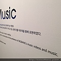 MUSIC房-撥放著BIGBANG的MV