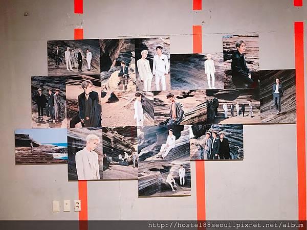 2樓展示廳像藝術品的寫真牆