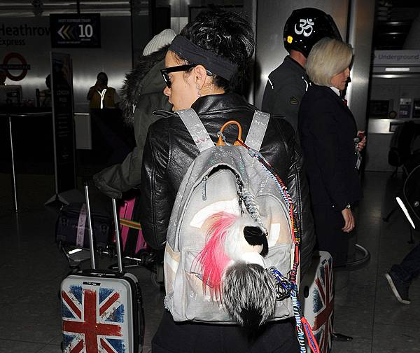 Lily-Allen-Chanel-Graffiti-Backpack
