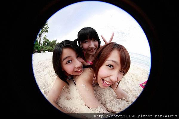 supergirls01_01_01.jpg