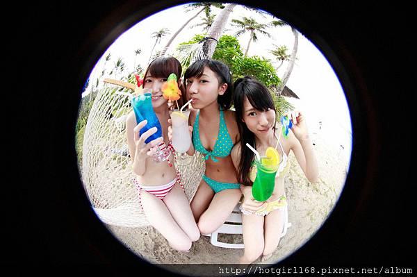 supergirls01_05_01.jpg