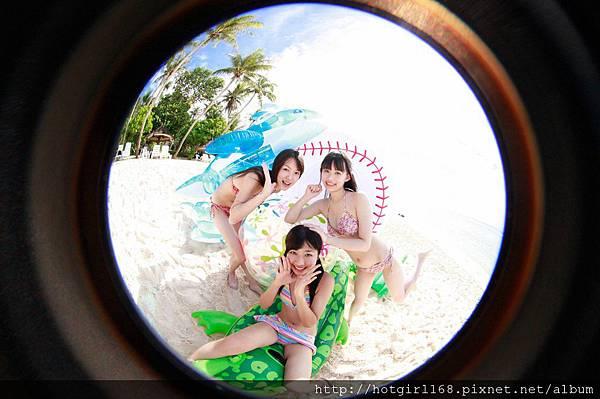 supergirls01_09_01.jpg