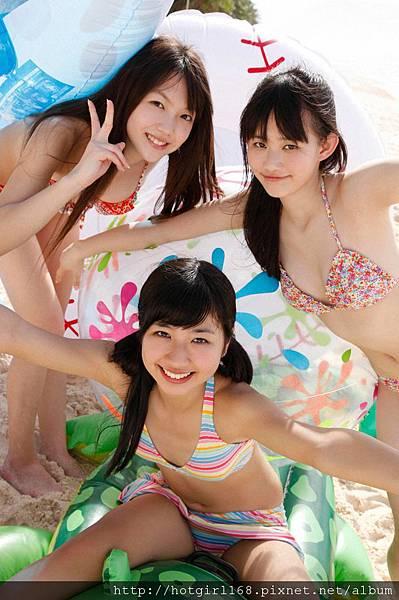 supergirls01_09_02.jpg