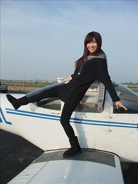 我超興奮一直在機翼上蹦蹦跳.jpg