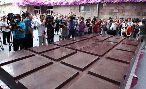 biggest-chocolate-bar-2.jpg