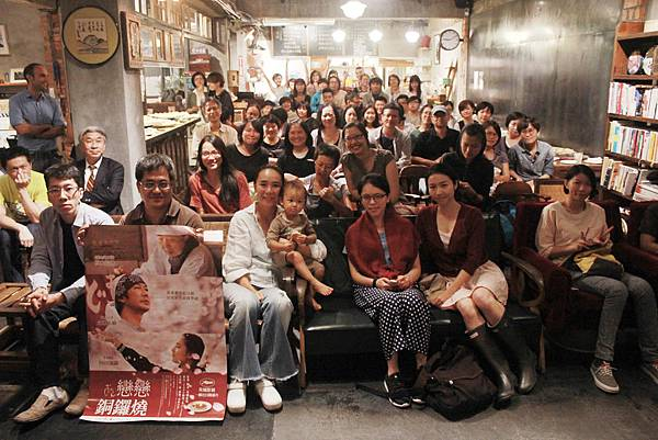 圖:河瀨直美導演(中白襯衫)昨晚出席紀錄片座談會,與現場觀眾分享創作歷程。.jpg