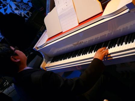 白色鋼琴.JPG