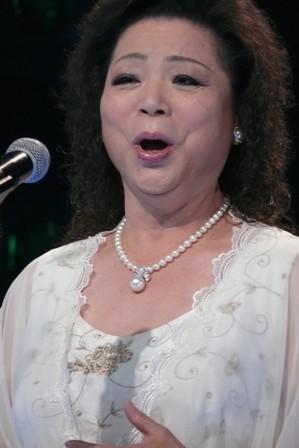 邱玉蘭唱聲樂.JPG