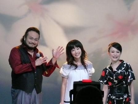 宇威老師的表情與動作都很可愛.JPG