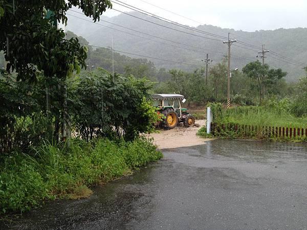 BC175  2012-8-24 天秤颱風 正登陸中003