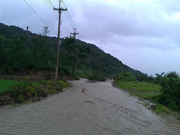 BC175  2012-8-24 天秤颱風 正登陸中005
